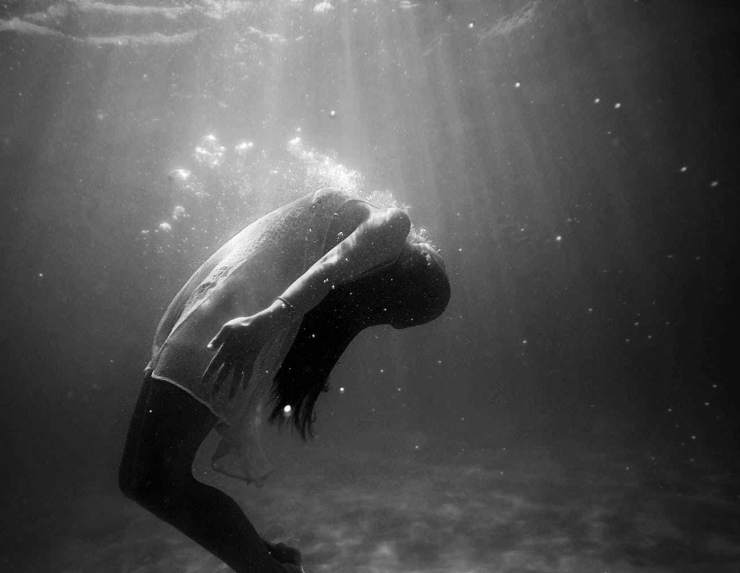 black and white dead die diving